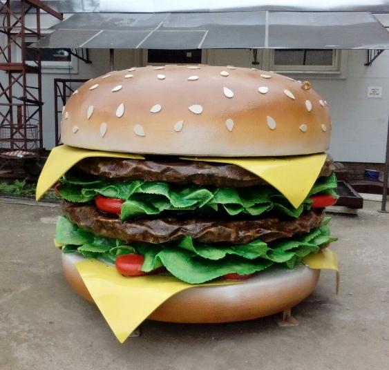 outdoors ; indoor ; Fiberglass statue ; decorate ; Large scale ; City decoration ; garden ; Park decoration ; Hamburger ; Hamburger sculpture ; Hamburger statue ; Life Size ; cartoon ; fiberglass food statue big hamburger for outdoor decoration