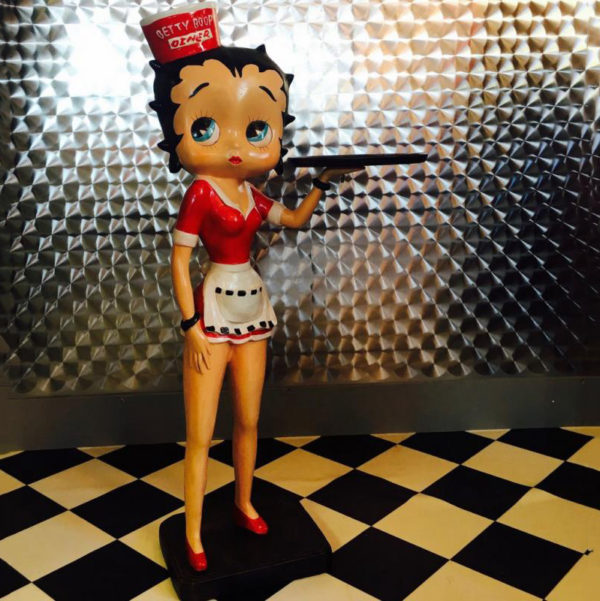 outdoors ; indoor ; Fiberglass statue ; decorate ; Large scale ; City decoration ; garden ; Park decoration ; Betty Boop ; Betty Boop sculpture ; Betty Boop statue ; Life Size ; cartoon ; Design fashion waitress fiberglass cartoon Betty Boop statue with wearing rollerskate
