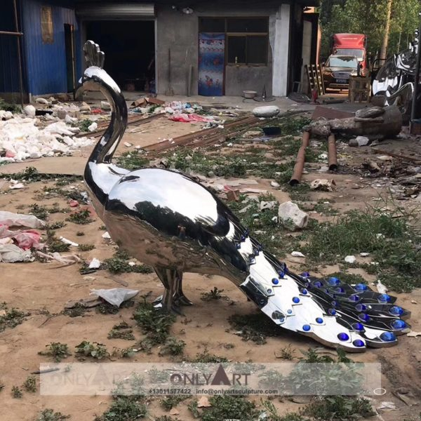Life-size mirror peacock stainless steel animal sculpture